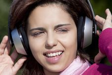 Free Pretty Young Girl Listening Music Stock Photography - 17020682