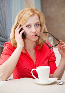 Free A Woman Is Talking On The Mobile Phone Royalty Free Stock Photos - 17022848