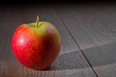 Free Apple On A Wooden Table Stock Photography - 17028222