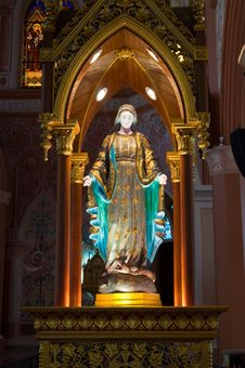Free Virgin Mary Statue In  The Church Royalty Free Stock Image - 17033656