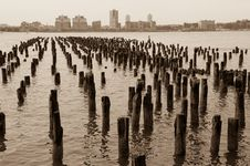 Free Piers Royalty Free Stock Image - 17037146