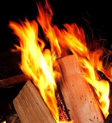 Free Sparking Camp Fire Stock Photography - 17042012