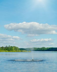 Free Fountain On The River. Royalty Free Stock Photos - 17042728