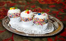 Free Cup Cakes On A Tray Royalty Free Stock Images - 17043139