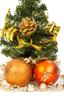 Free Christmas Decorations And Fir Tree Royalty Free Stock Image - 17044076
