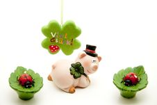Free Ceramics Pig With Cloverleaf Stock Photography - 17050762