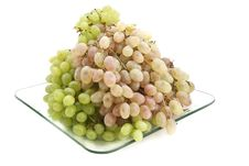 Free Green And Pink Grapes On A Plate. Royalty Free Stock Photography - 17051727