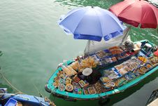 Free Boat Selling Seafood Royalty Free Stock Photography - 17052147