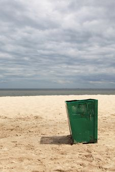 Free Bin Garbage At Beach Stock Images - 17053614