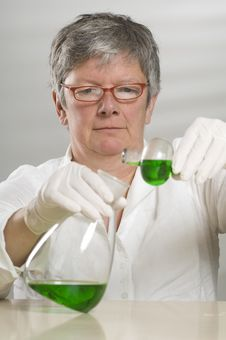 Free Scientist Is Working With A Green Liquid Stock Photography - 17054792