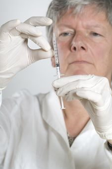Female Doctor Preparing For Injection Stock Photography
