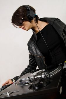 Female DJ At The Turntables Royalty Free Stock Photography
