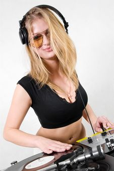 Free Female DJ Scratching The Record Royalty Free Stock Photos - 17056568