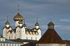 Free Tower And Cathedral Of Solovetsky Monastery Royalty Free Stock Images - 17060079