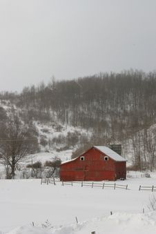 Free Red Barn In Winter Stock Images - 17078474