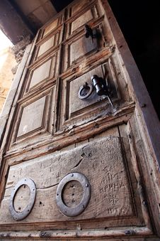 Free Old Door Church Of The Holy Sepulche Stock Photo - 17090620