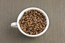 Free Coffee Cup With Coffee Beans Royalty Free Stock Image - 17095616