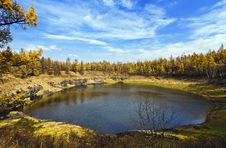 Free Lake And Forest In Autumn Royalty Free Stock Image - 17096116