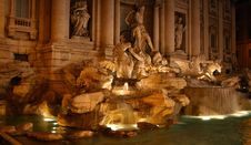 Free Fountain By Night Royalty Free Stock Images - 1714069