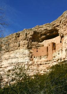 Free Montezuma S Castle Vertical Royalty Free Stock Photography - 1717527