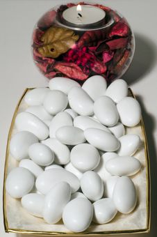 Free Sugared Almonds With Candle Royalty Free Stock Photos - 17100348