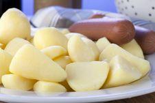 Free Raw Peeled Potatoes Royalty Free Stock Photo - 17103025
