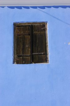 Free Blue Wall With A Wooden Window Stock Images - 17103324