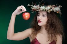 Free Young Beautiful Woman With Apple Royalty Free Stock Photos - 17104838