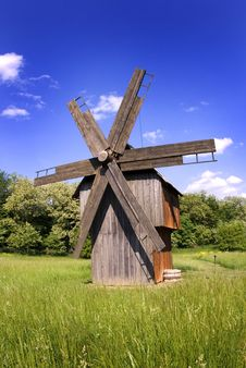 Free Windmill On Green Field Stock Images - 17105594