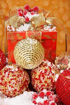 Free Several Golden And Red Christmas Balls Royalty Free Stock Photos - 17105668