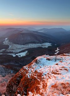 Free A Frosty Sunset In Mountains Stock Images - 17124004