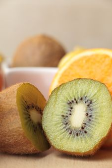 Free Sliced Kiwi And Orange Royalty Free Stock Photography - 17126247