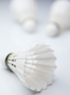 Free Badminton Shuttlecocks On White Stock Images - 17126274