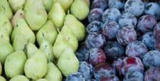 Free Plums And Pears Royalty Free Stock Photo - 17132165