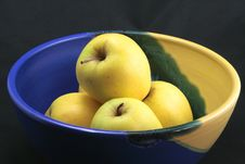Free Basket Of Yellow Apples Stock Photography - 17139012