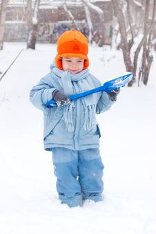 Free Little Boy Playing, Digs Snow Stock Images - 17142044