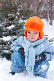 Free Little Boy Playing Snowballs Royalty Free Stock Photography - 17142327