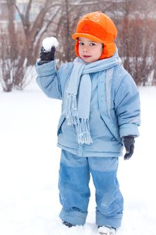 Free Little Boy Playing Snowballs Stock Images - 17142474