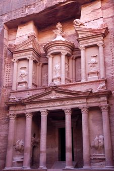 Free Imposing Monastery In Petra Royalty Free Stock Photography - 17144827