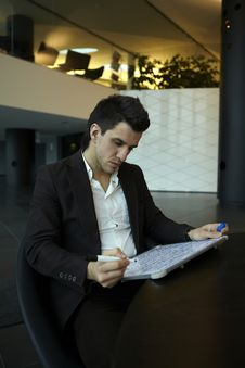 Free Business Man Drawing A Graphic Royalty Free Stock Image - 17147326