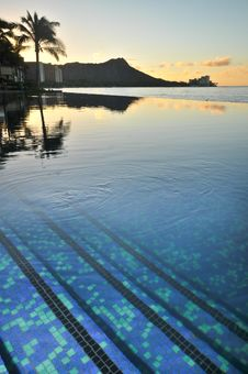 Free Diamond Head Is Reflected In An Infinity Pool Stock Photo - 17149340