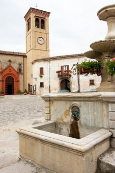 Free Market Place With Fountain In Italy Royalty Free Stock Photos - 17157788