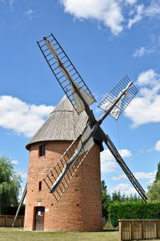 Free Old Renovated Windmill Royalty Free Stock Images - 17159199
