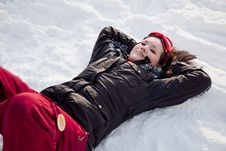 Free Cute Woman Lying On Snow Royalty Free Stock Images - 17168289
