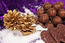 Free Christmas Decorations With Gold Cones Royalty Free Stock Photography - 17168367