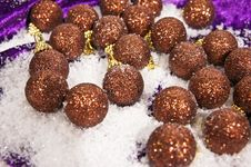 Free Christmas Decorations Brown Balls Royalty Free Stock Image - 17168396