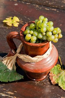 Free Ceramic Jug With Grape Royalty Free Stock Images - 17169709