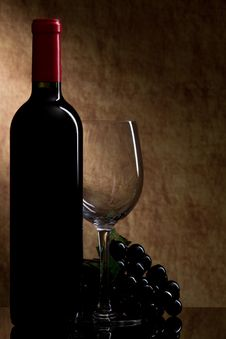 Free Bottle With Red Wine And Glass And Grapes Stock Photo - 17174750