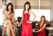 Free Three Beautiful Young Women At A Piano Royalty Free Stock Images - 17180199