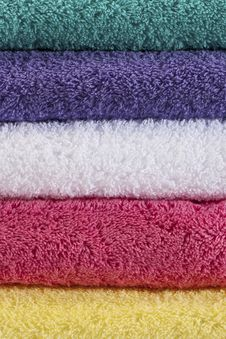 Free 5 Colored Towels Royalty Free Stock Photo - 17181315